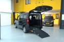 Rampa-desplegada-en-Opel-Combo-transformado-con-cajeado-trasero.jpg
