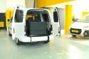 Rampa-vertical-en-Volkswagen-Caddy-Maxi-transformado-con-cajeado-trasero.jpg