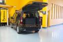 Vehiculo-adaptado-con-cajeado-trasero-para-transporte-de-persona-en-silla-de-ruedas.jpg