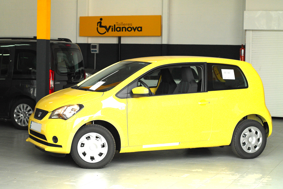 Lateral-de-Seat-Mii-transformado-con-acelerador-y-freno-para-conduccion-adaptada